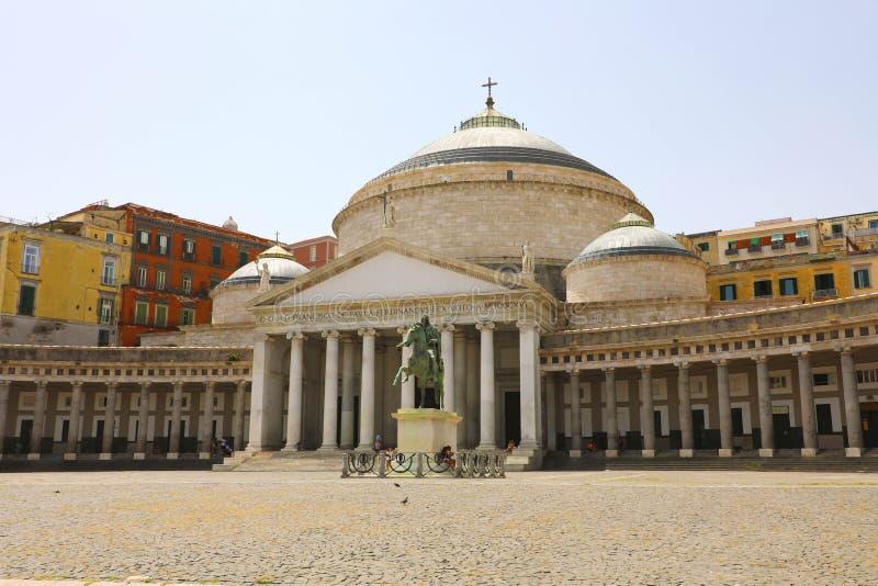 Hermosa vista del cuadrado de Piazza del Plebiscito, Nápoles, Italia foto de archivo