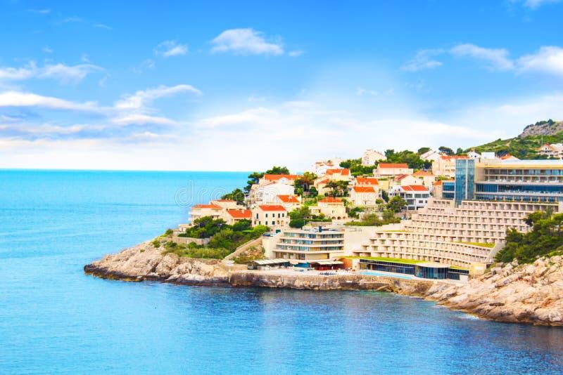Hermosa vista del hotel cerca de la ciudad histórica de Dubrovnik, Croacia imagen de archivo libre de regalías