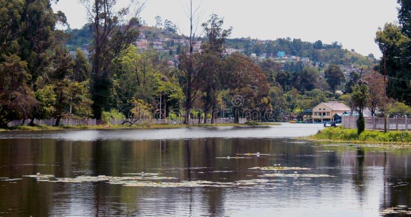 Hermosa vista del lago del kodaikanal imagenes de archivo