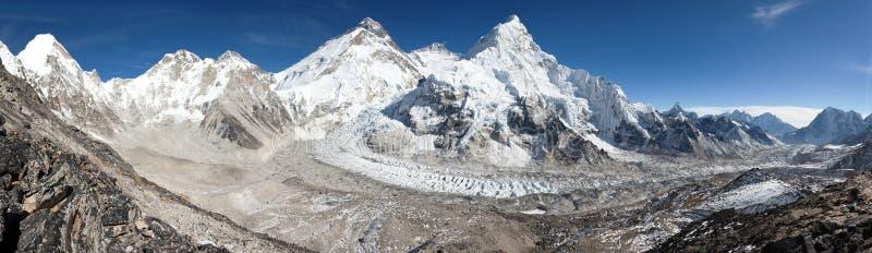 Hermosa vista del monte Everest, de Lhotse y de Nuptse fotos de archivo