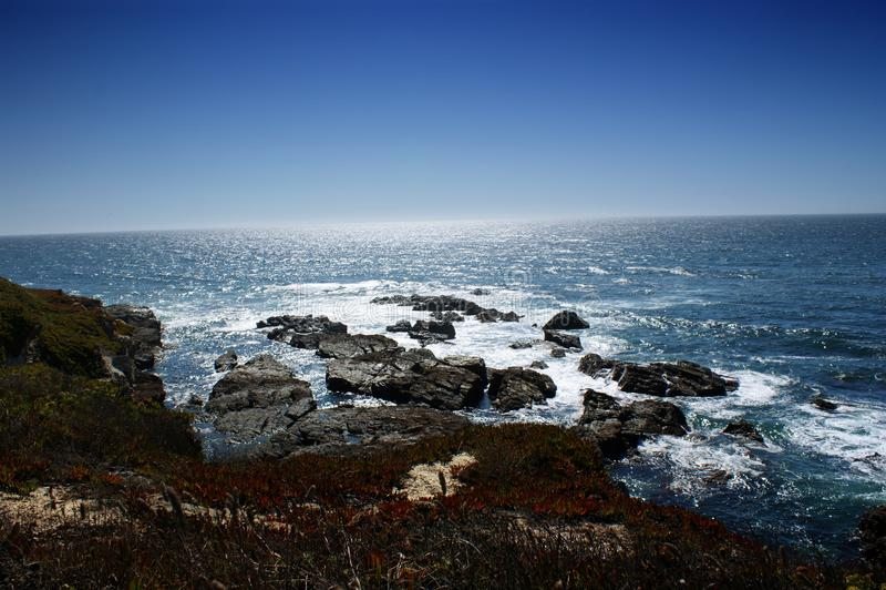 Hermosa vista del Océano Atlántico de Costa de Sines, Portugal imagen de archivo libre de regalías