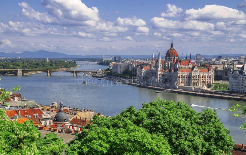Hermosa vista del parlamento en el Danubio en Budapest Hungría fotografía de archivo libre de regalías