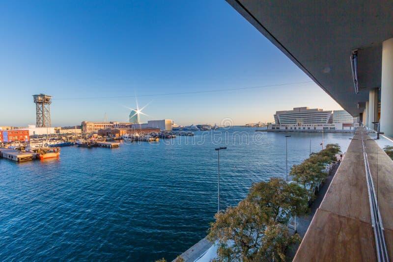 Hermosa vista del puerto adentro de la ciudad de Barcelona Espa?a imagenes de archivo