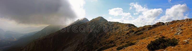 Hermosa vista desde arriba de la montaña imágenes de archivo libres de regalías
