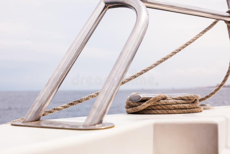Hermosa vista en el mar o el océano de la nave foto de archivo