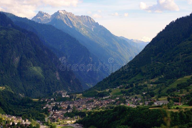 Hermosa vista en las montañas suizas imagen de archivo