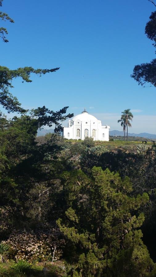 Hermosa vista pacífica del verano de la montaña imagenes de archivo