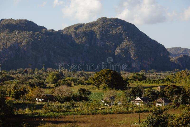 Hermosa vista sobre el valle de Vinales de Cuba imagenes de archivo