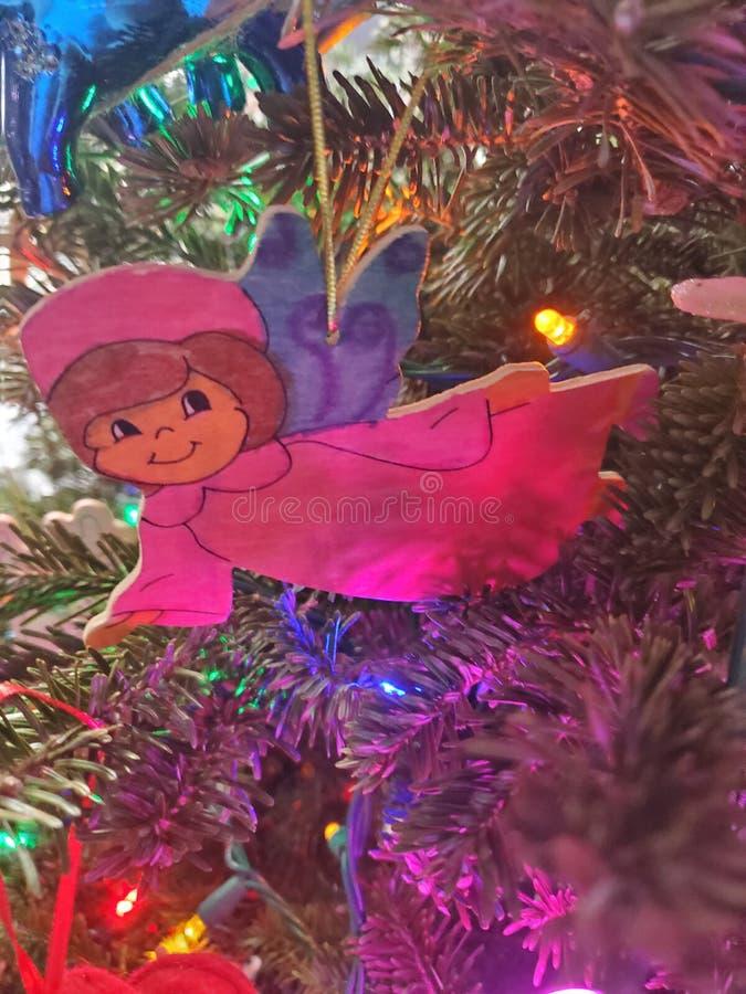Hermosas fiestas de Navidad adornadas hoho santa decoraciones de árboles imágenes de archivo libres de regalías