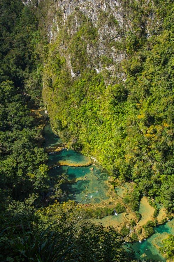 Hermosas piscinas naturales en Semuc Champey, Guatemala imagenes de archivo