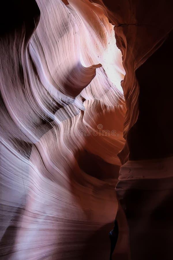 Hermoso de formaciones de la piedra arenisca en el barranco superior del antílope, página, Arizona imagenes de archivo