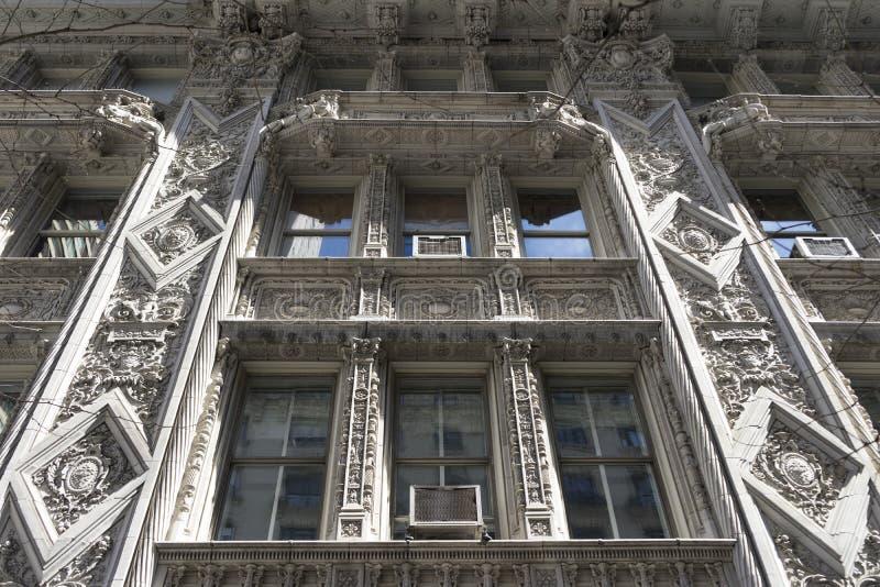Hermoso detalle de la fachada del edificio Art Déco en Manhattan, Nueva York fotografía de archivo