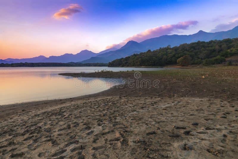 Hermoso paisaje en el reservorio Malampuzha, vista desde el punto de vista Kava Palakkad, Kerala India imágenes de archivo libres de regalías