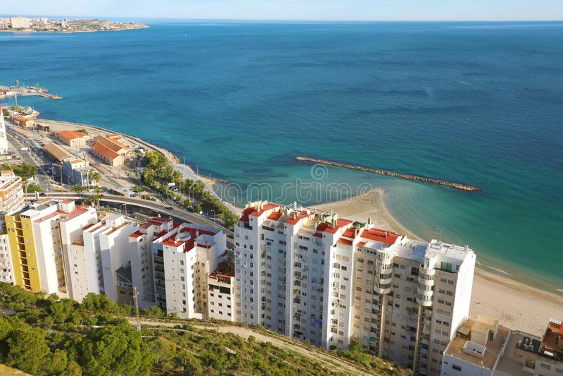 Hermoso paisaje urbano de Alicante en el mar Mediterráneo, España fotos de archivo libres de regalías