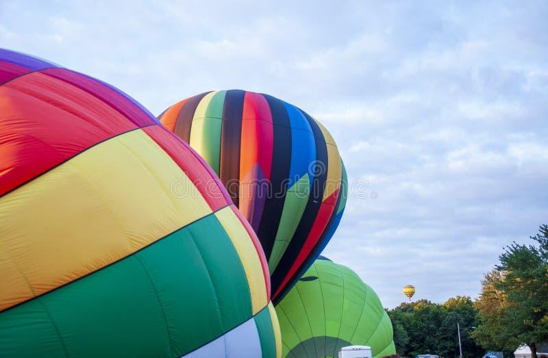 Hermoso y colorido globo de aire caliente - Treinta y seis fotografía de archivo libre de regalías