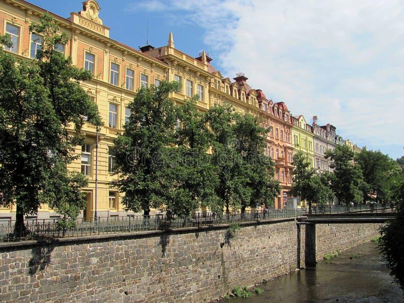 Hermosos edificios en Karlovy Vary, República Checa fotos de archivo libres de regalías