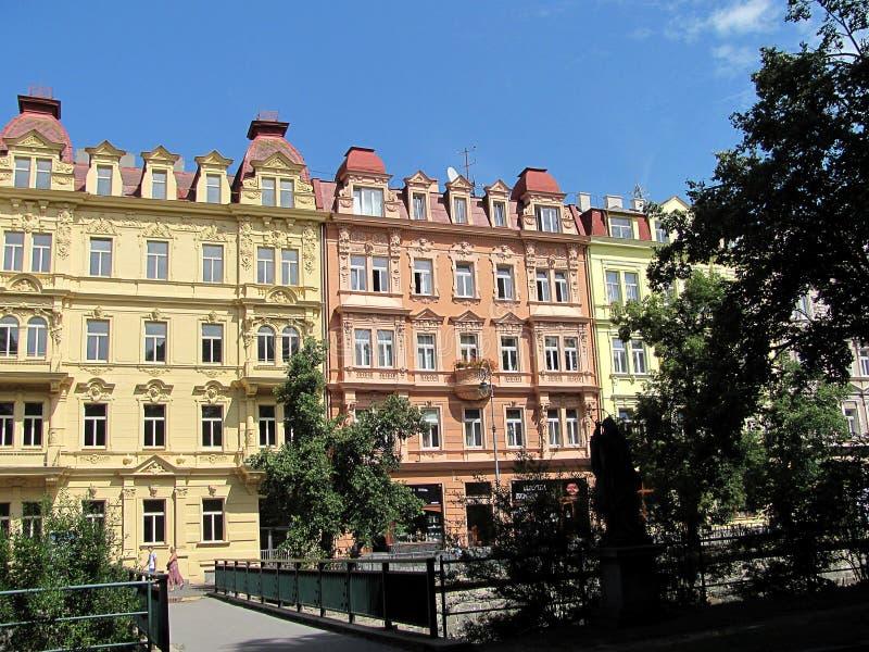 Hermosos edificios en Karlovy Vary, República Checa imágenes de archivo libres de regalías