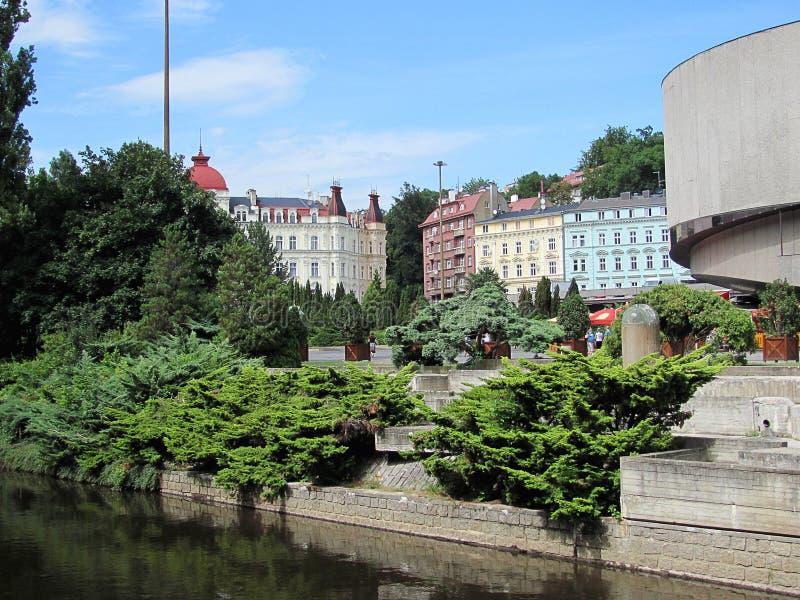 Hermosos edificios en Karlovy Vary, República Checa foto de archivo libre de regalías