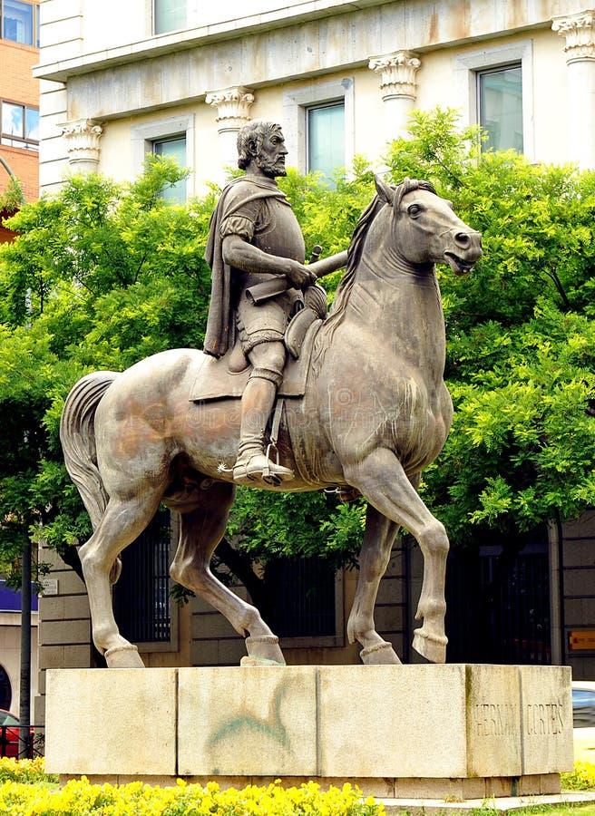 Hernan Cortes bronsskulptur, Caceres, Extremadura, Spanien royaltyfri bild