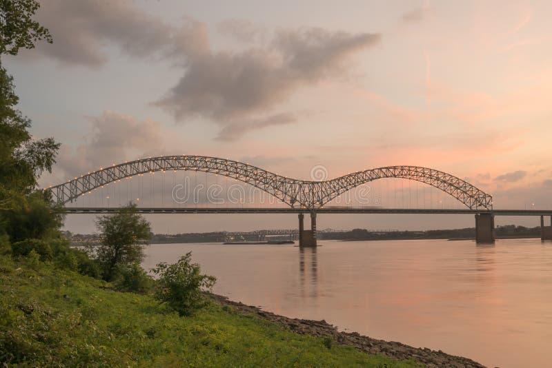 Hernando Desoto Bridge arkivfoto