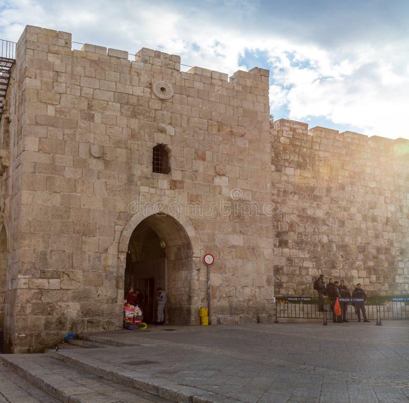 Herod` s Poort, Bloemenpoort in Jeruzalem, Israël stock fotografie