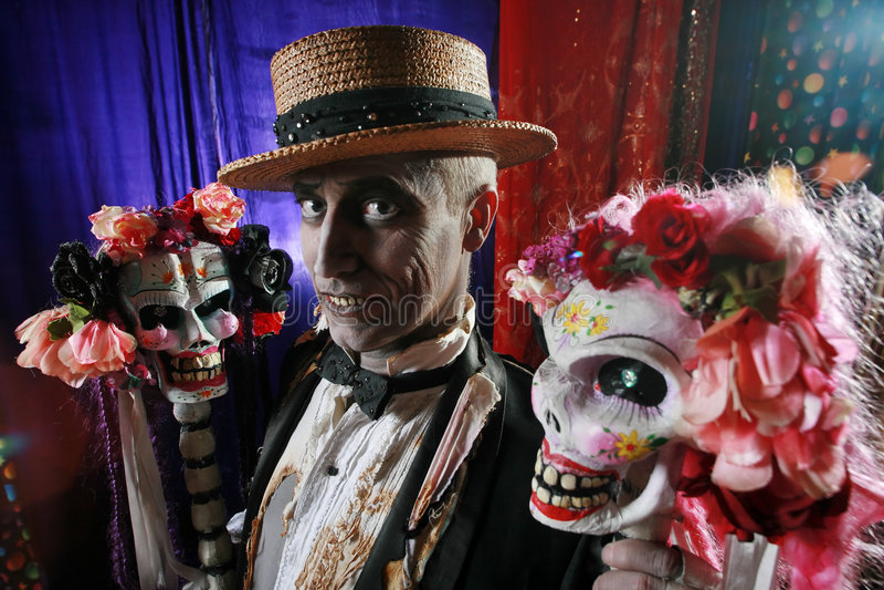 Herr Dead mit zwei Freundinnen lizenzfreies stockbild