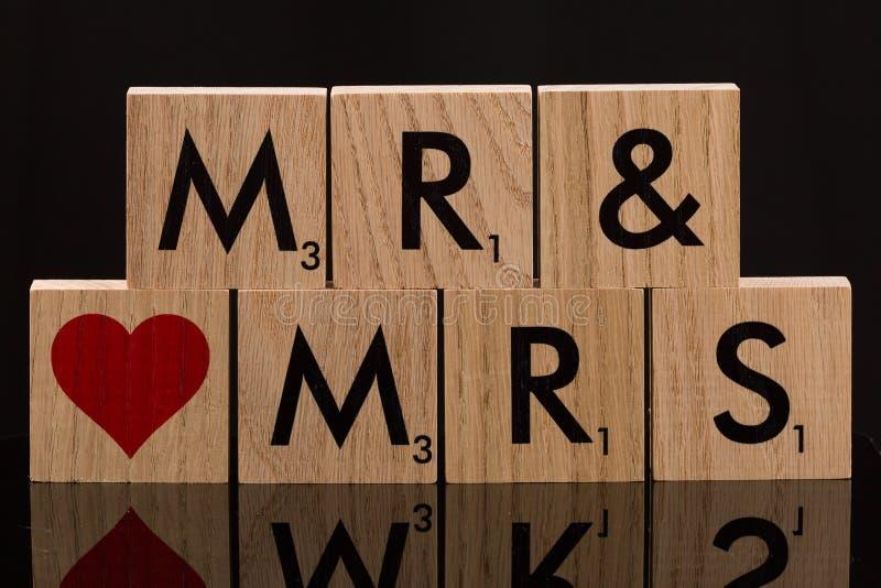 Herr-und Fräulein-Wooden Block Fliesen lizenzfreie stockbilder
