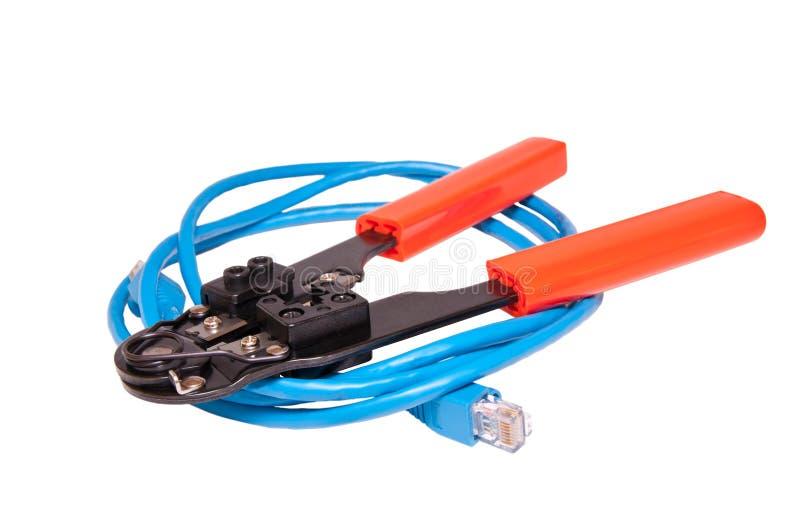 Herramienta Del Prensado De La Red Con El Cable De Ethernet De La Red Foto de archivo