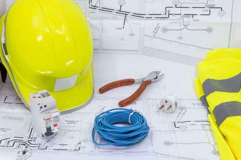 Herramientas básicas para hacer su propia electricidad casera para una tienda de DIY imagen de archivo libre de regalías