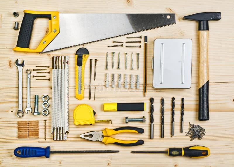 Herramientas clasificadas de la artesanía en madera y de la carpintería o de la construcción fotografía de archivo libre de regalías