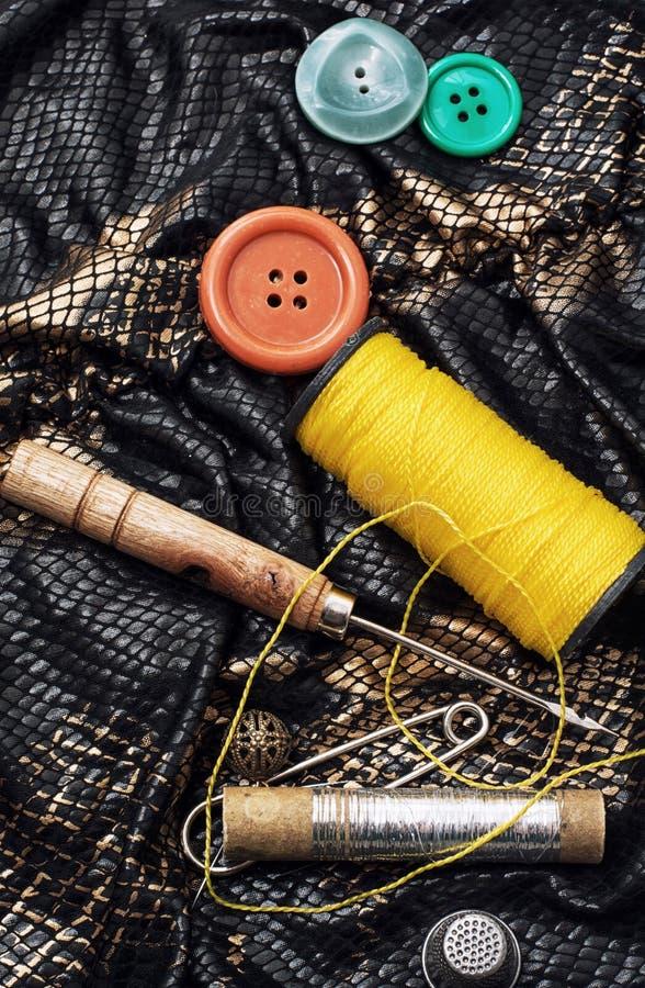 Download Herramientas de costura stock de ilustración. Ilustración de artesanía - 42439209