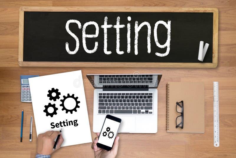 Herramientas de disposición de la configuración disposición y estafa del ajuste del mecanismo de la rueda fotos de archivo