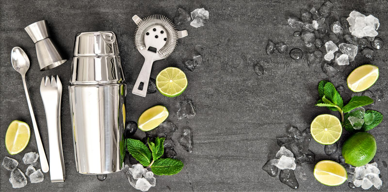 Herramientas de la barra del hielo de la menta de la cal de los ingredientes de la bebida del cóctel fotos de archivo