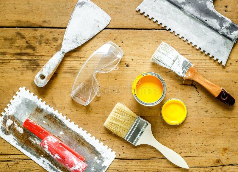 Herramientas De La Construcción Para Pintar Con La Poder De Pintura ...