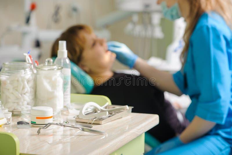 Herramientas de la odontología Equipamiento médico imagen de archivo