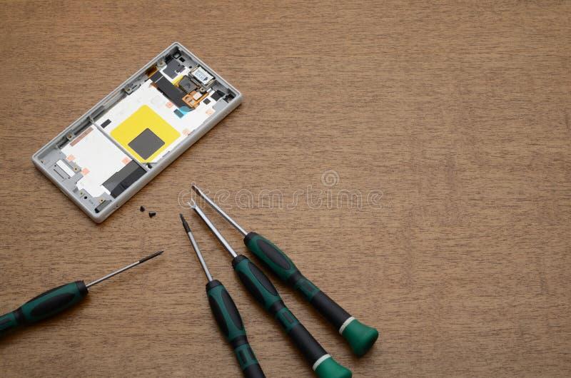Herramientas de la reparación del panel y de la electrónica del teléfono foto de archivo libre de regalías