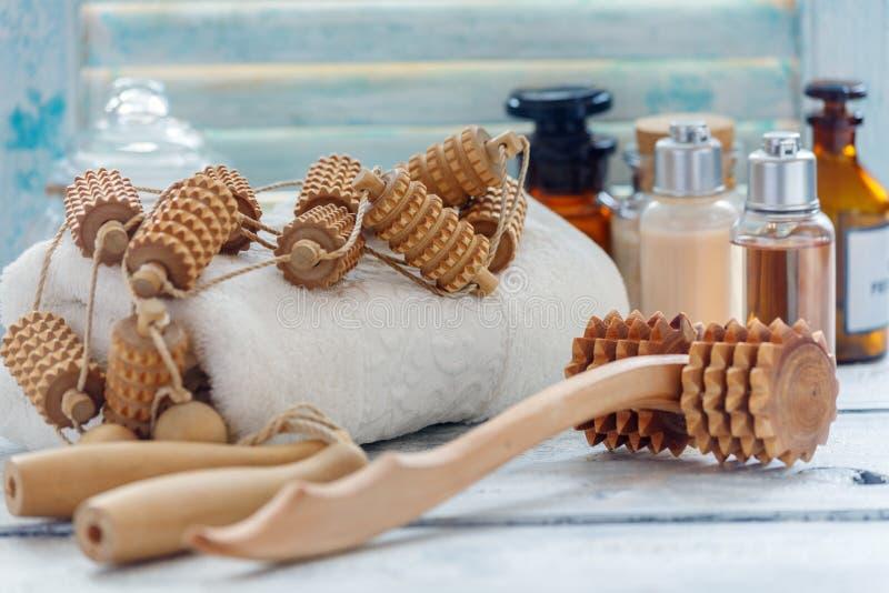 Herramientas de madera del rodillo para el masaje manual fotografía de archivo libre de regalías
