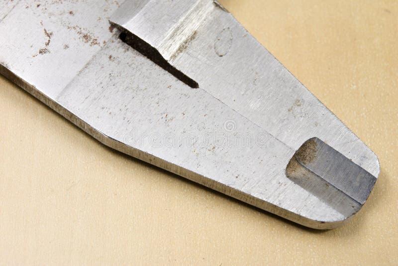 Herramientas de medición en el taller Calibrador para el trabajo del cerrajero sobre a foto de archivo libre de regalías