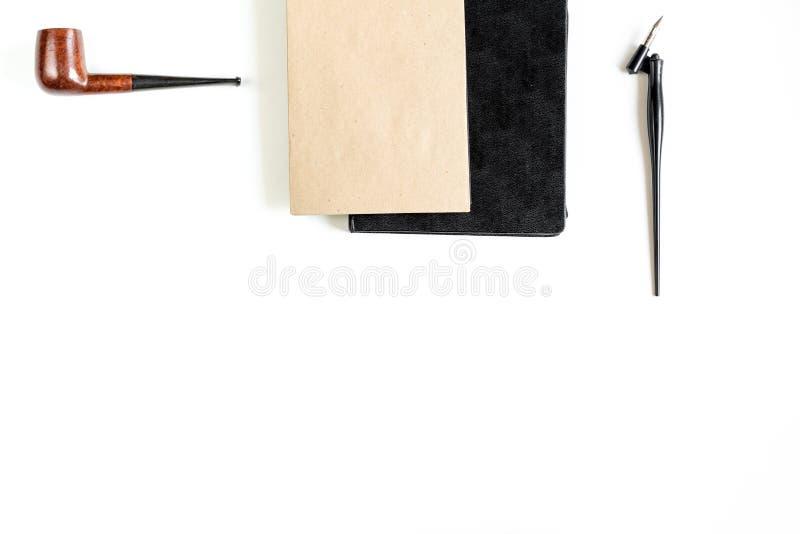 Herramientas de Writier en concepto de la profesión en la maqueta blanca de la opinión superior del fondo imágenes de archivo libres de regalías