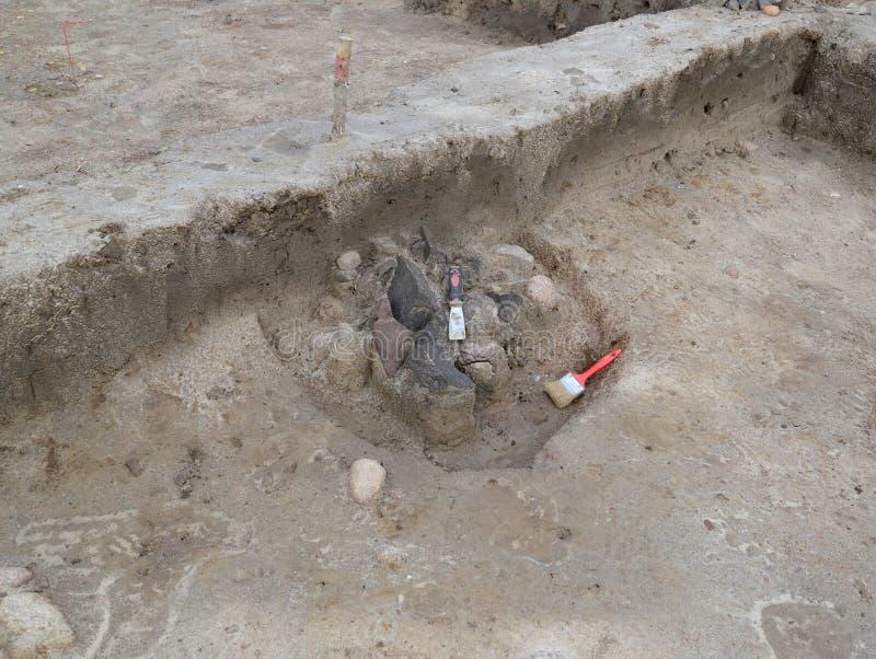 Herramientas del arqueólogo en el centro antiguo imagen de archivo