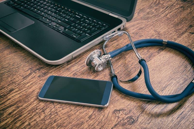 Herramientas médicas del concepto de la atención sanitaria fotos de archivo libres de regalías