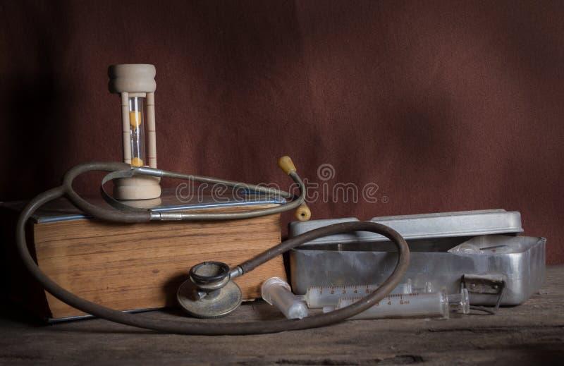 Herramientas médicas viejas fotos de archivo