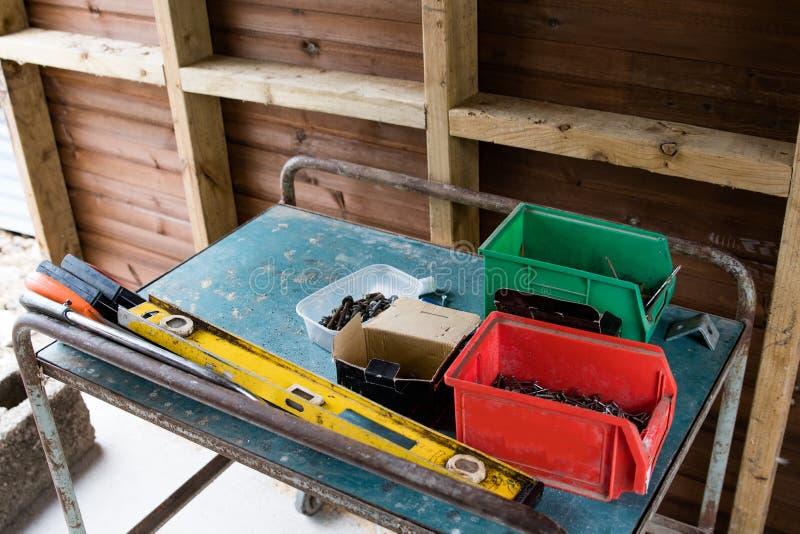 Herramientas organizadas adentro a las cajas foto de archivo libre de regalías