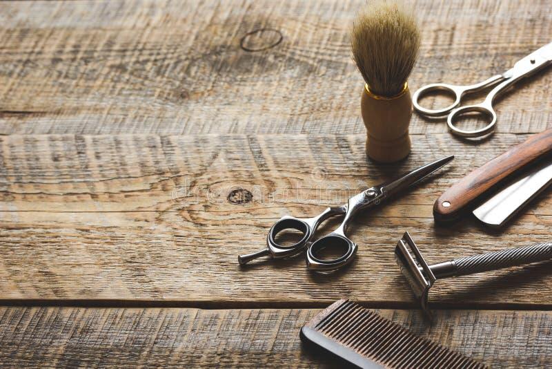 Herramientas para cortar la barber a de la barba en fondo - Herramientas para cortar madera ...