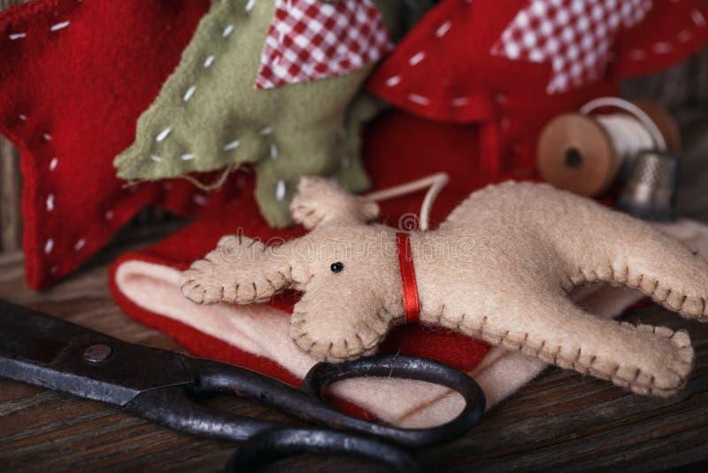 Herramientas para la producción de decoraciones de la Navidad imagenes de archivo