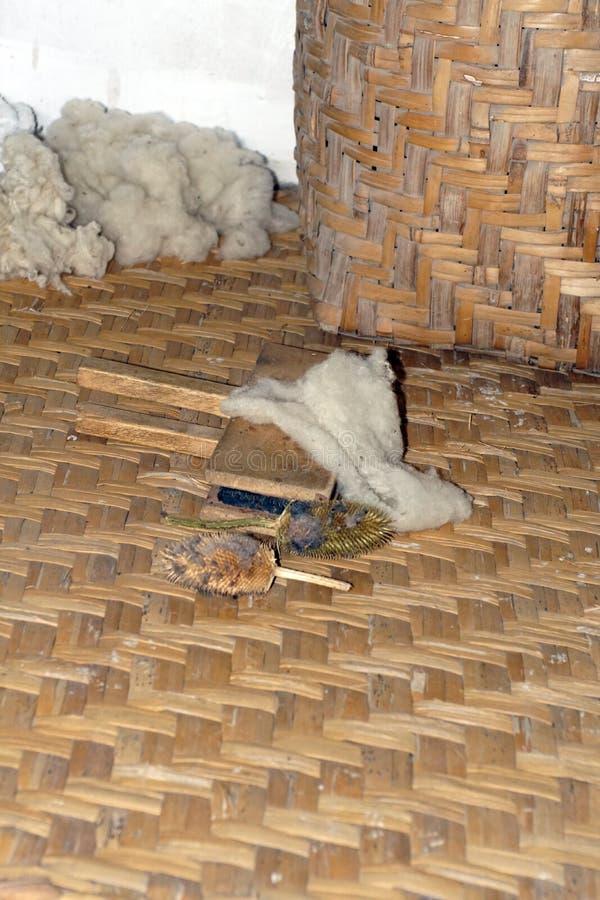 Herramientas para preparar las lanas imagen de archivo