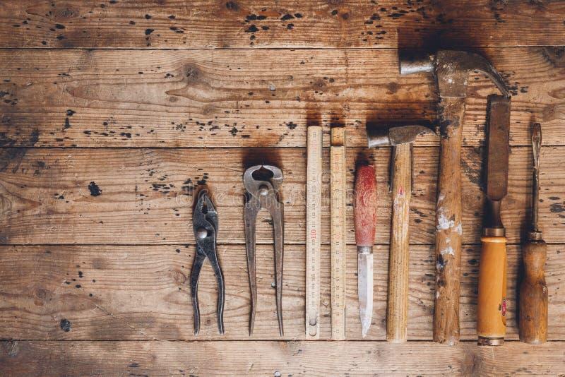 Herramientas rústicas y viejas del carpintero imagen de archivo libre de regalías
