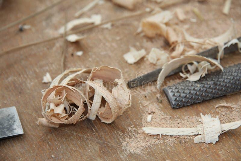 herramientas usadas por los carpinteros para construir los muebles y el otro wo fotos de archivo libres de regalías