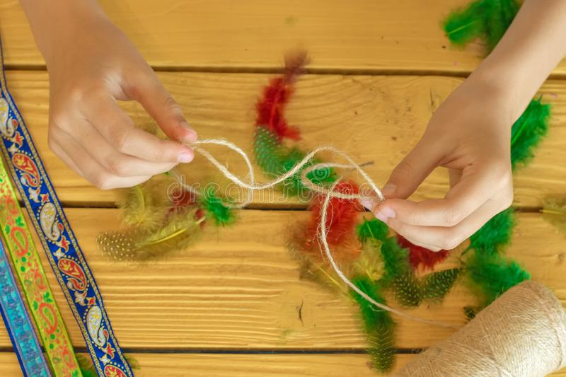 Herramientas y materiales para crear la joyería hecha a mano y la joyería a foto de archivo libre de regalías