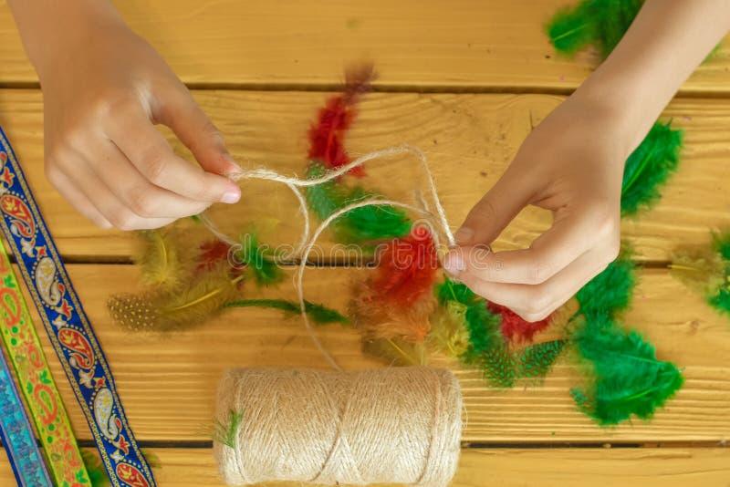 Herramientas y materiales para crear la joyería hecha a mano y la joyería a imagen de archivo libre de regalías